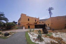 Se vende, Finca/Rural, 1200 m², Se vende Mansión a reformar en Las Palmas, 1.590.000 €, Las Palmas